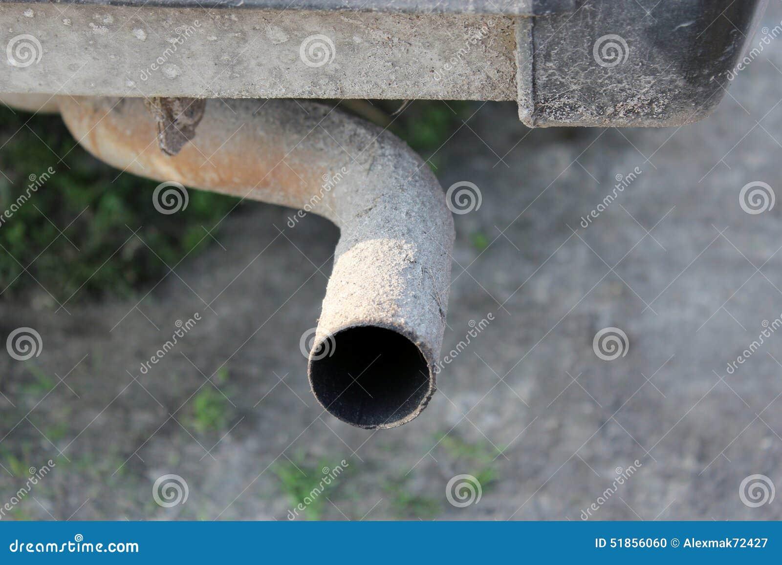 Vecchio tubo di scarico dell 39 auto fotografia stock for Tubo di scarico pex