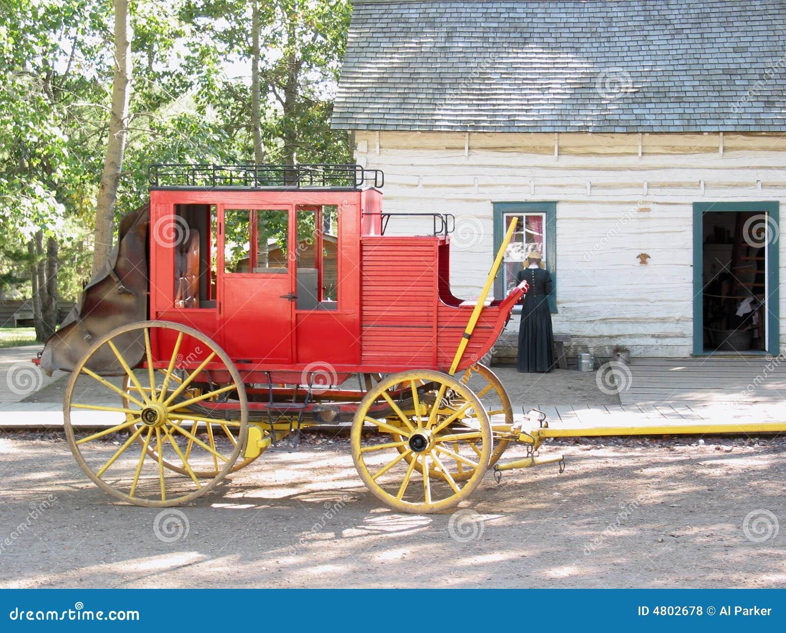 Vecchio vagone rosso del cavallo