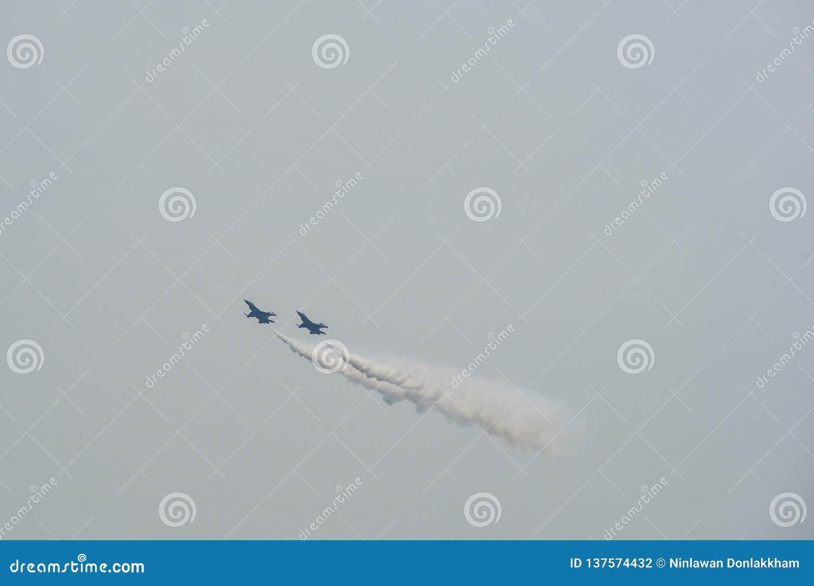 Vechtersvliegtuigen die in Singapore presteren