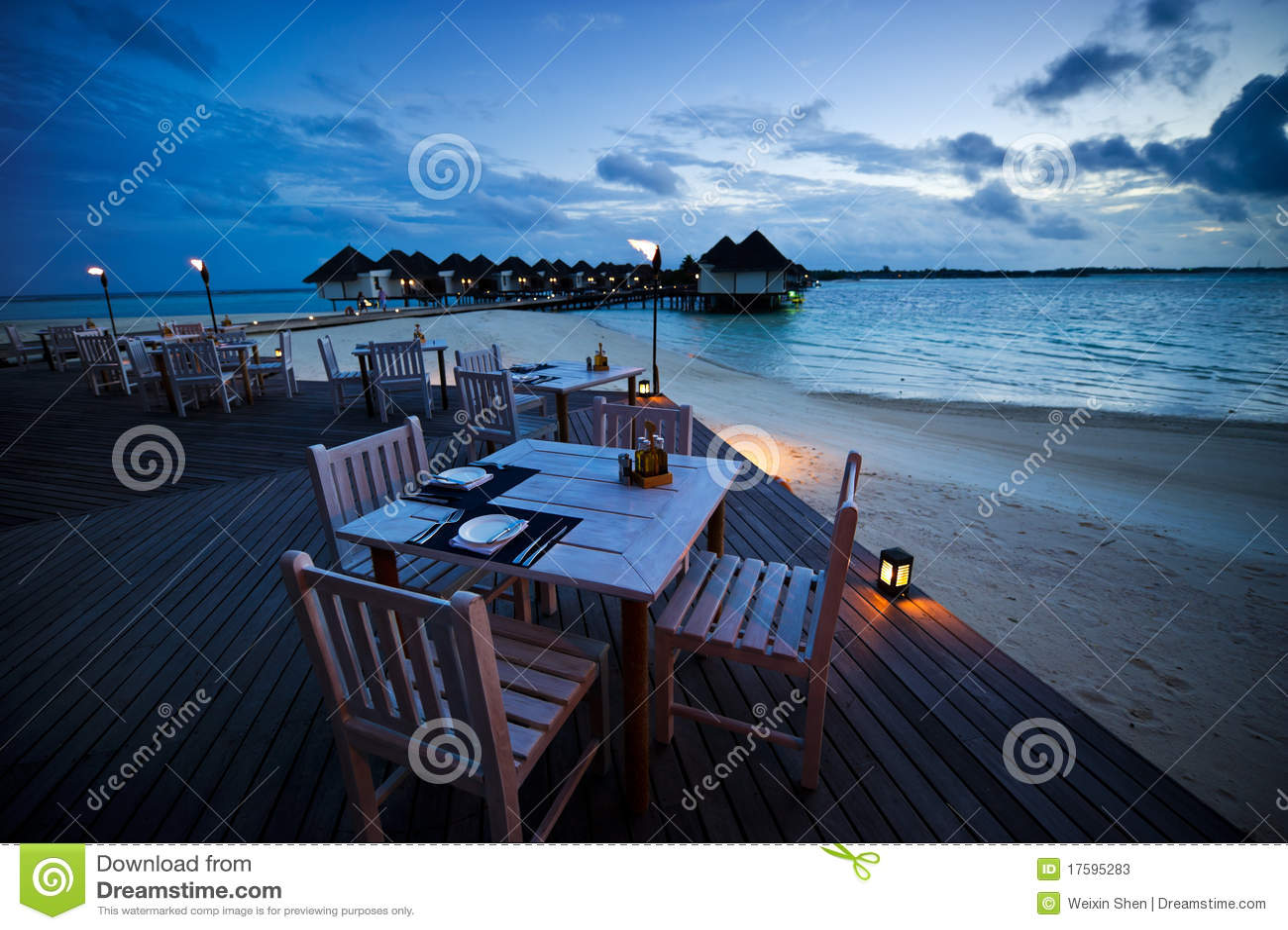 Vector de cena en el restaurante al aire libre de la playa