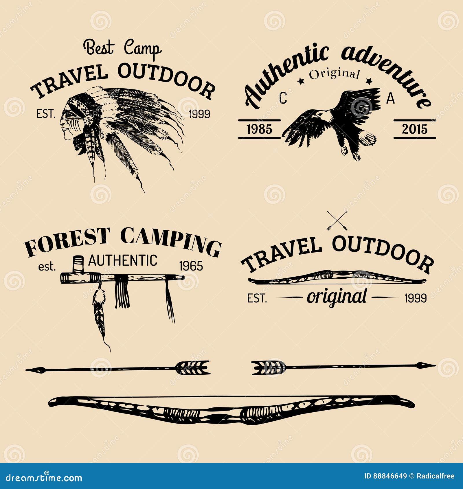 Vectorreeks van uitstekend het kamperen embleem Retro pictogrammeninzameling van openluchtavonturen met Indische stammenelementen
