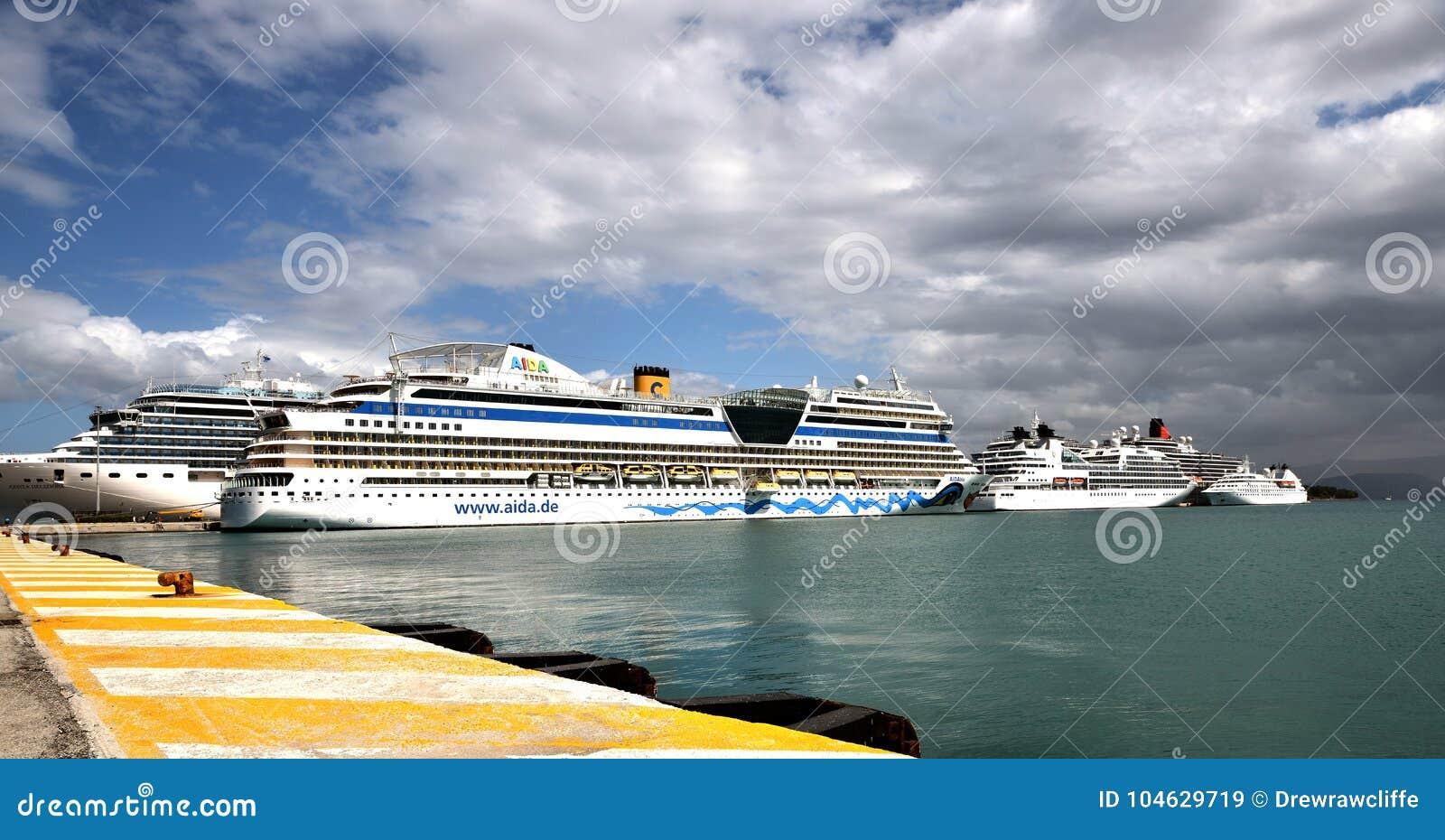 Download Veel Cruiseschepen Opzij In Korfu Redactionele Stock Afbeelding - Afbeelding bestaande uit vastgelegd, victoria: 104629719