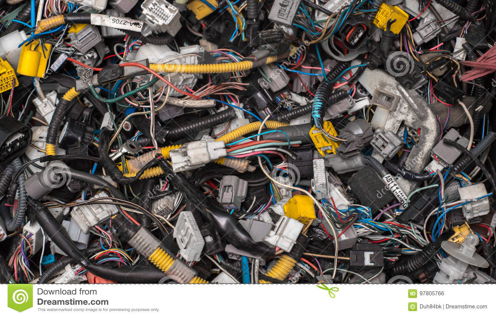 Veel diverse kabels en schakelaars