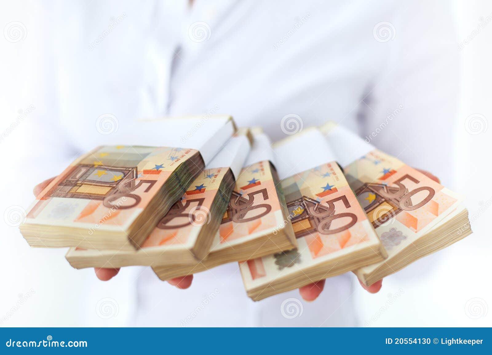 Veel geld in stapels