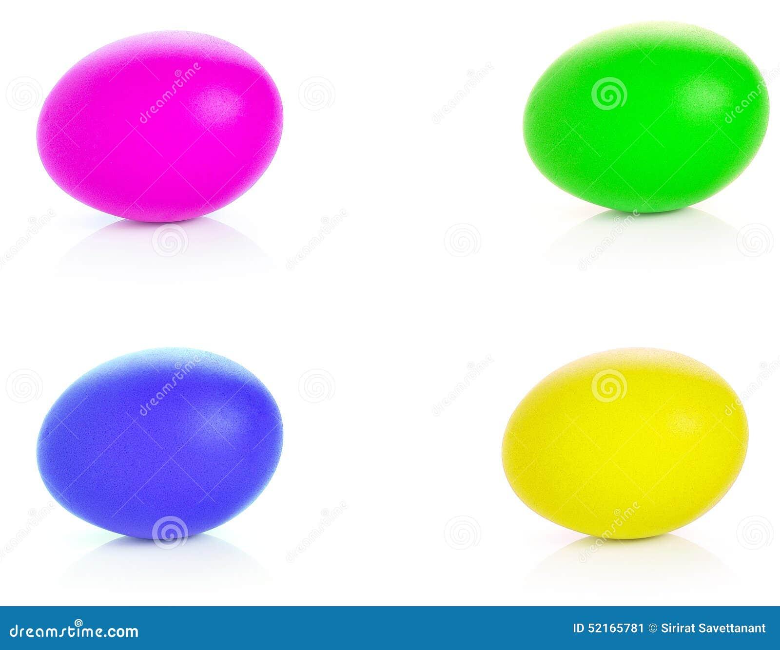 Veelkleurige eieren op witte achtergrond