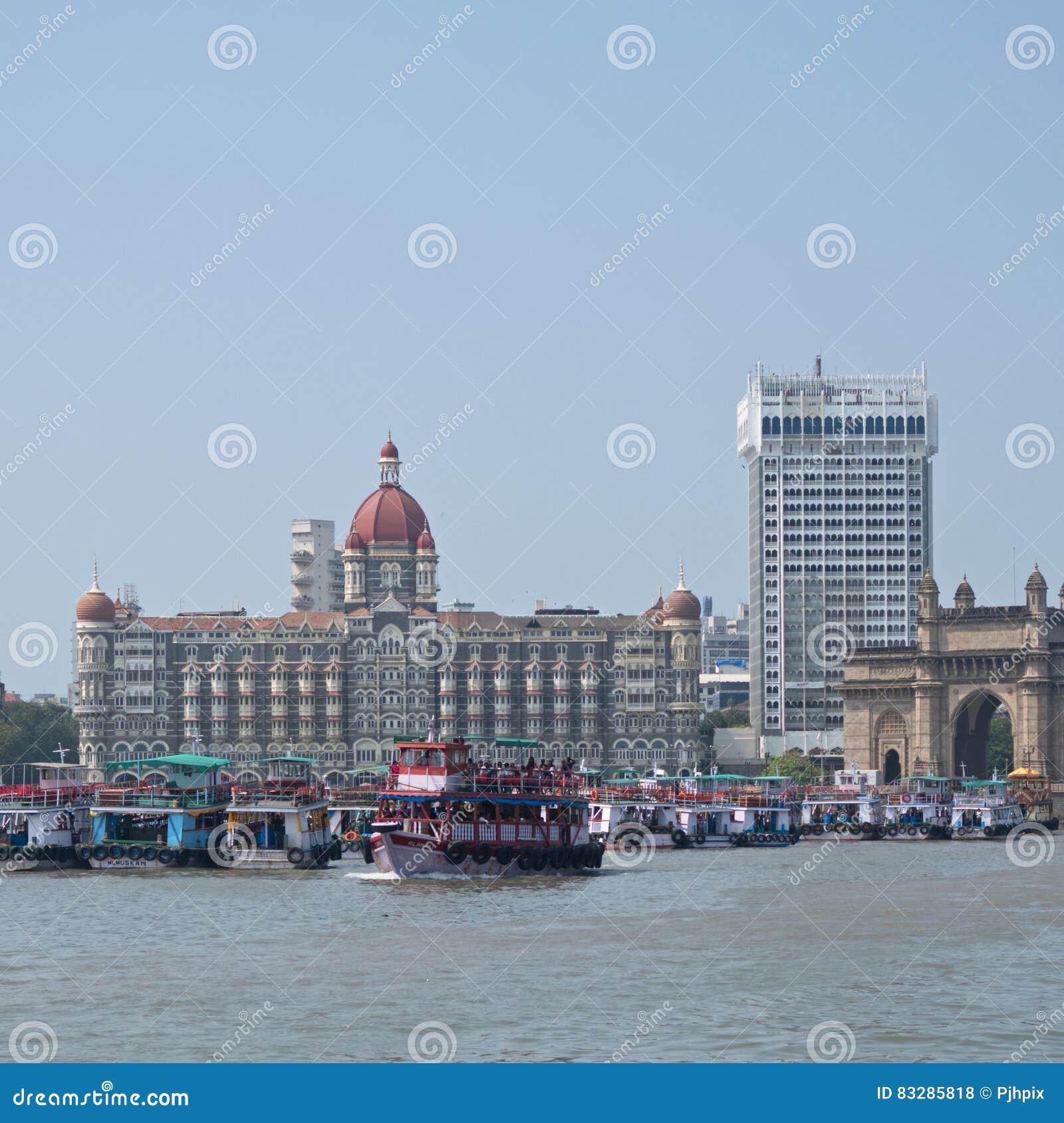 Veerboten in oriëntatiepunt het Indische plaatsen