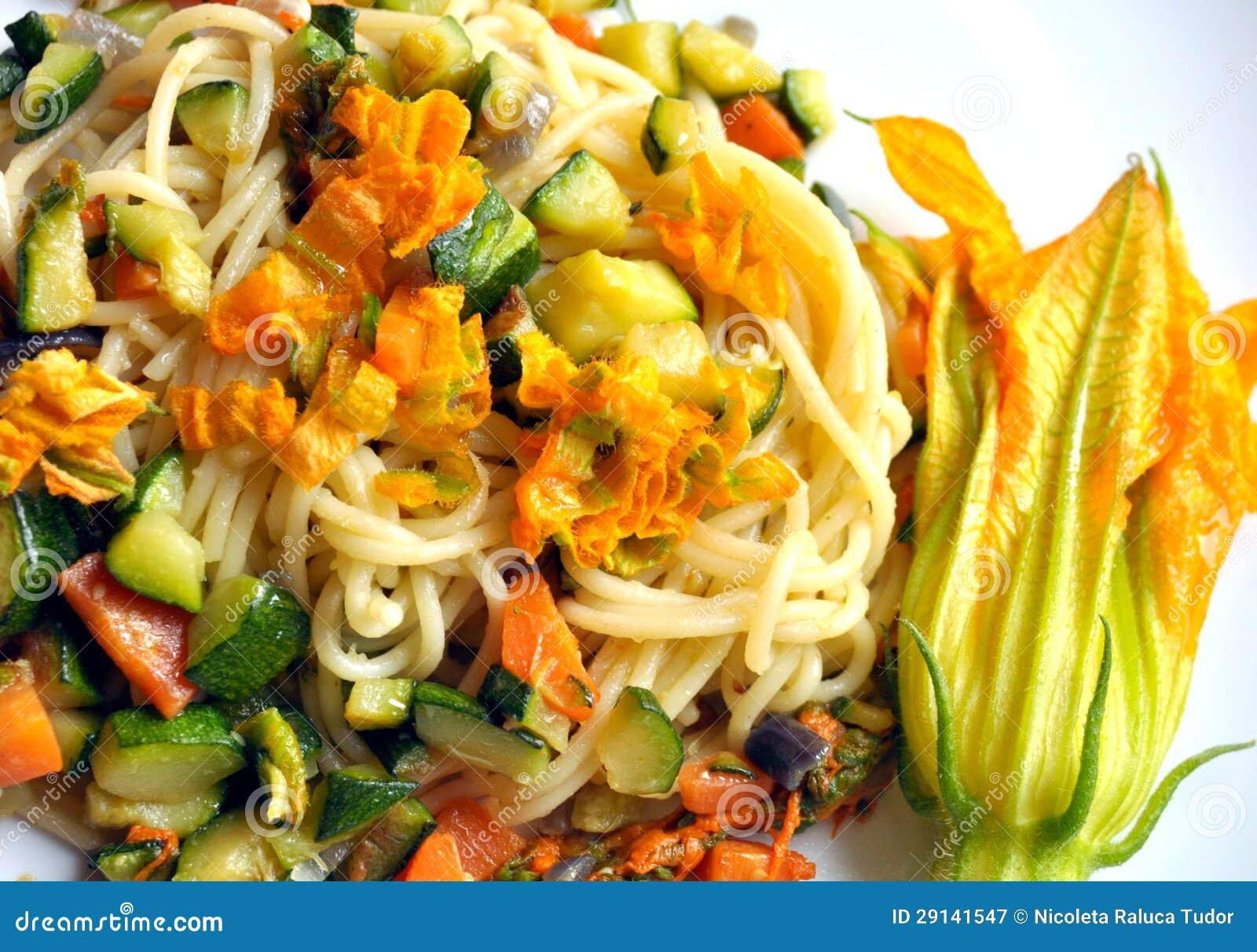 Vegan dish : squash blossom pasta