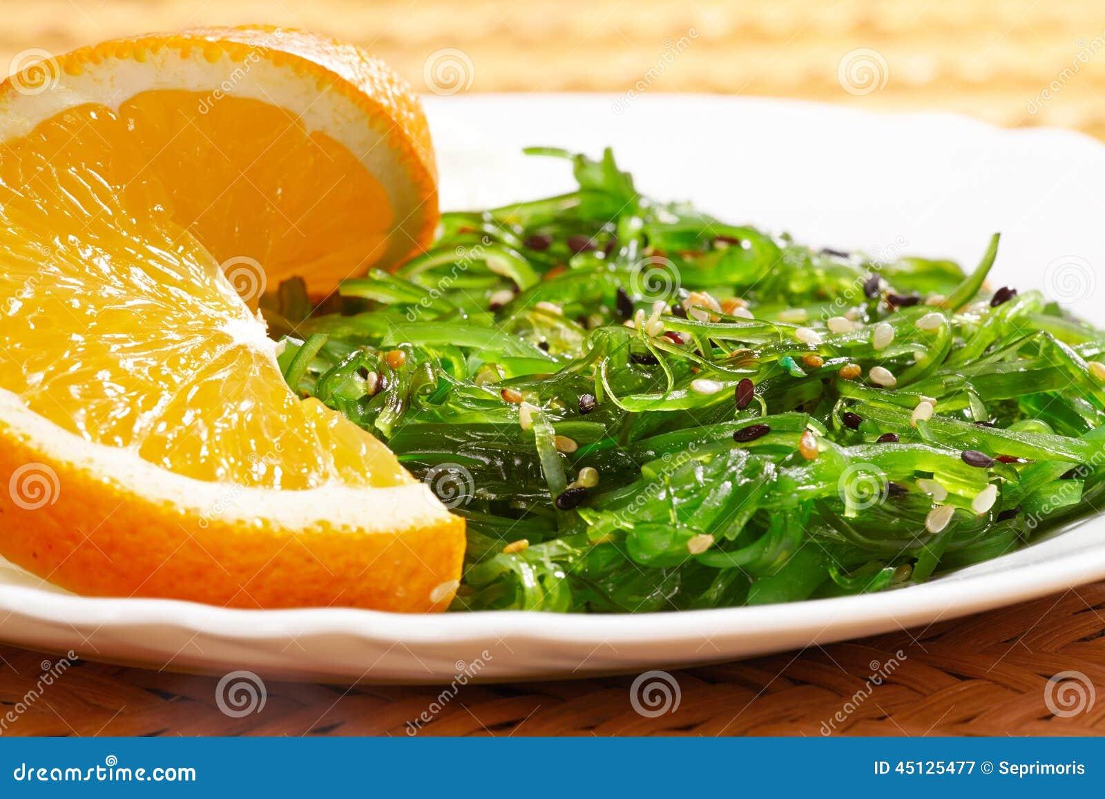 Vegan food japanese cuisine seaweed salad with orange in for Cuisine vegan