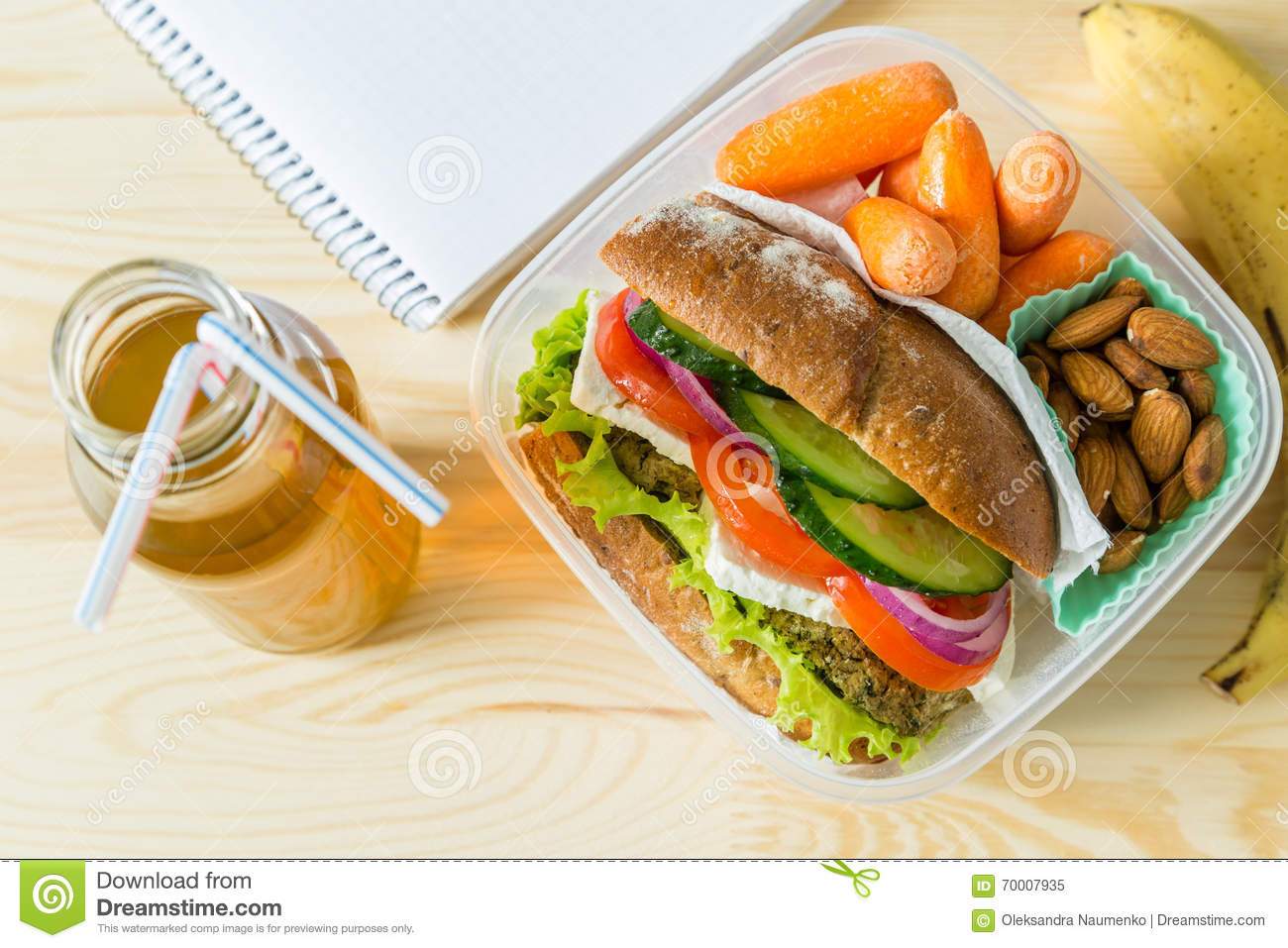 Vegan sandwich in lunch box with carrots and nuts stock for Cuisine to go