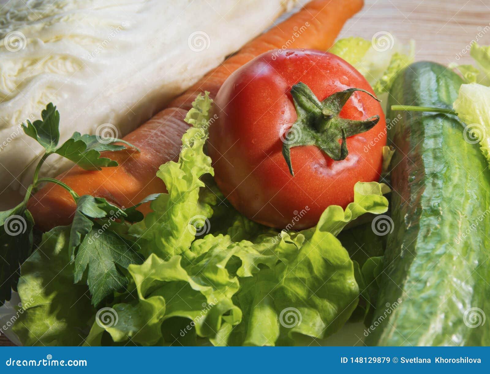 Vegetais - a alface, tomate, pepino, couve está na tabela
