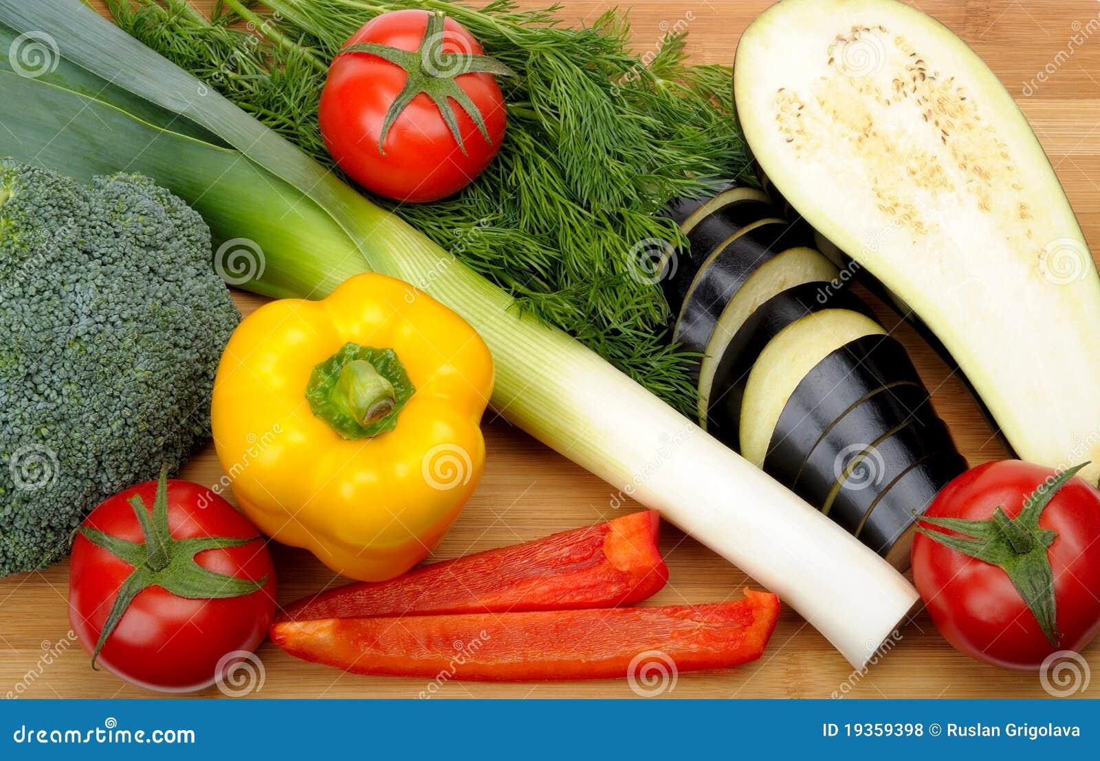Vegetais em uma placa de estaca