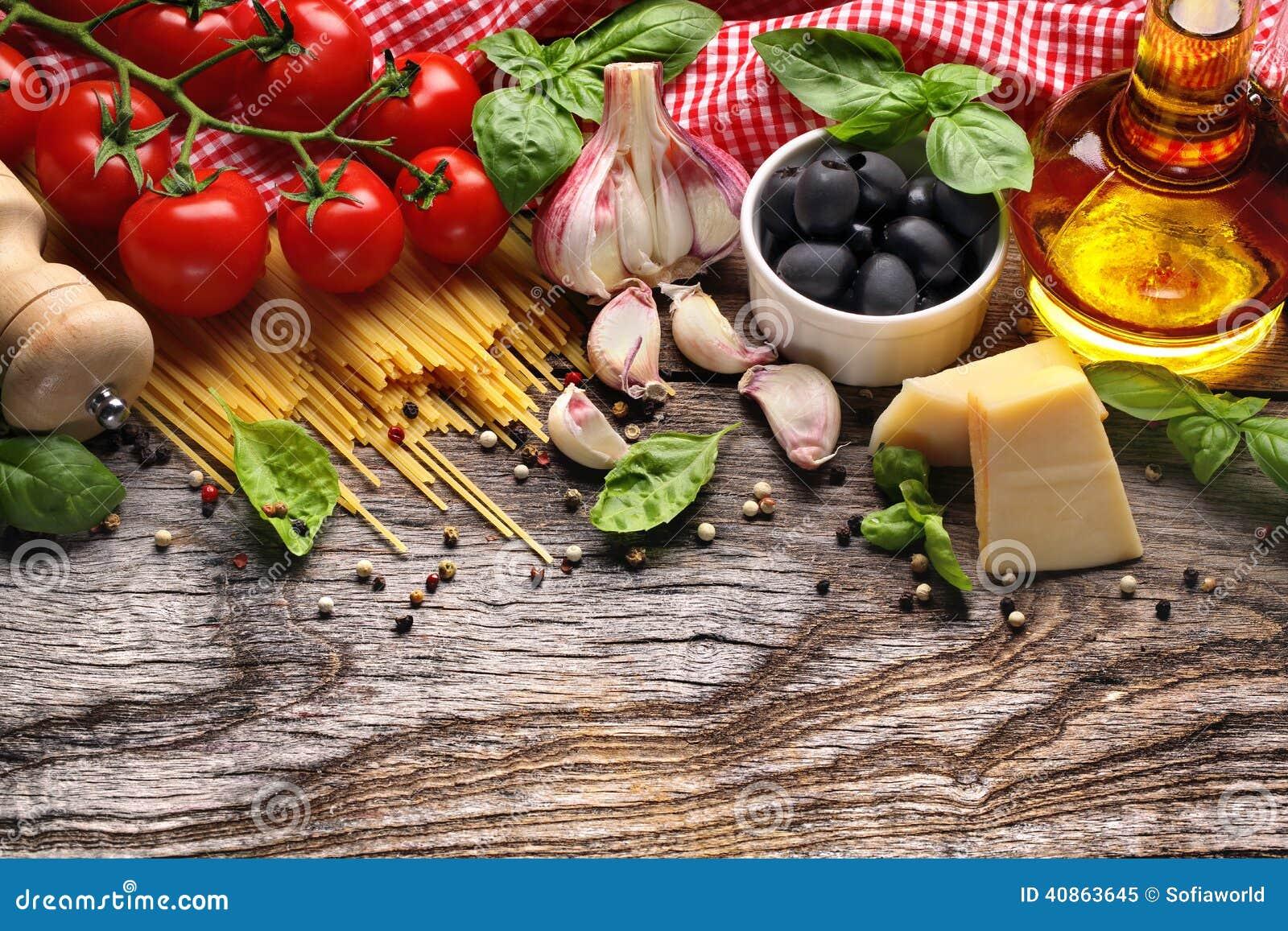 Vegetais, ervas e especiarias para o alimento italiano