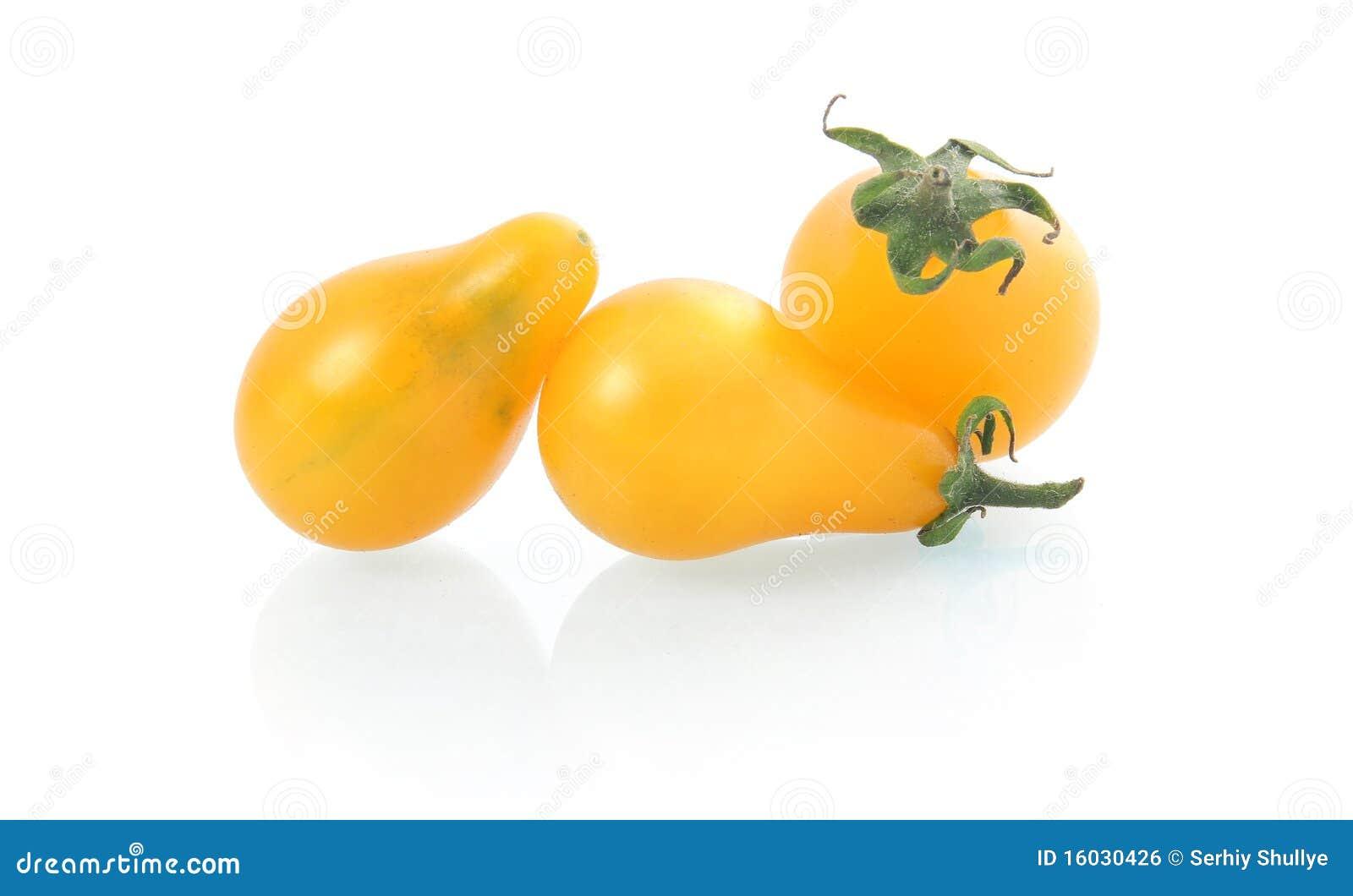 Vegetais pear-shaped amarelos do tomate isolados