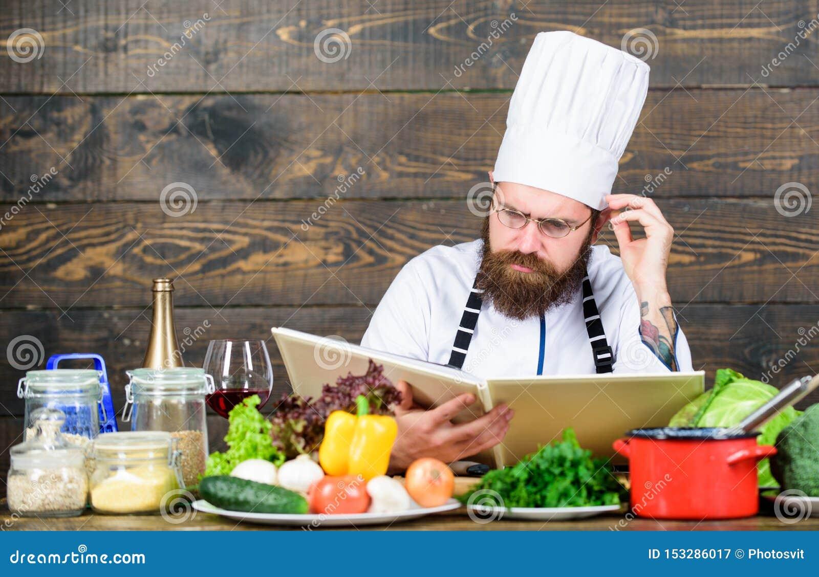 Vegetarisch recept Recept van het mensen het gebaarde hipster gelezen boek dichtbij lijst verse groenten Culinaire Arts Recept aa