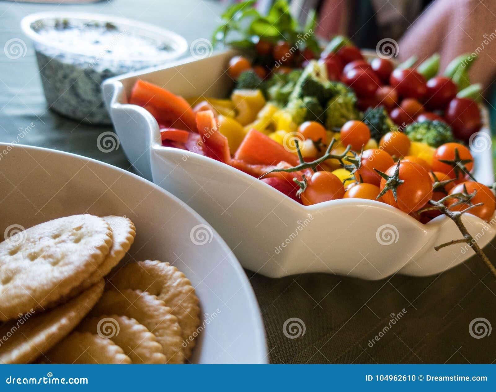 Veggie Assortiment met Crackers en Onderdompeling