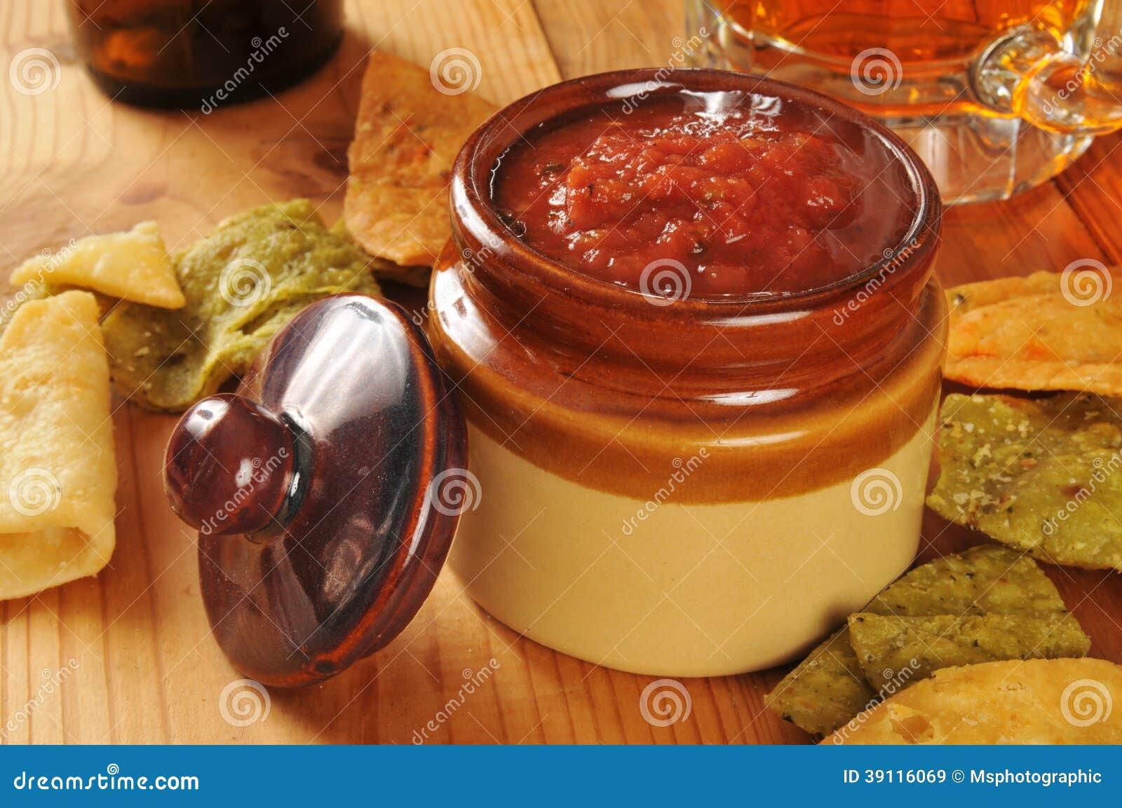 Veggie tortillaspaanders en salsa