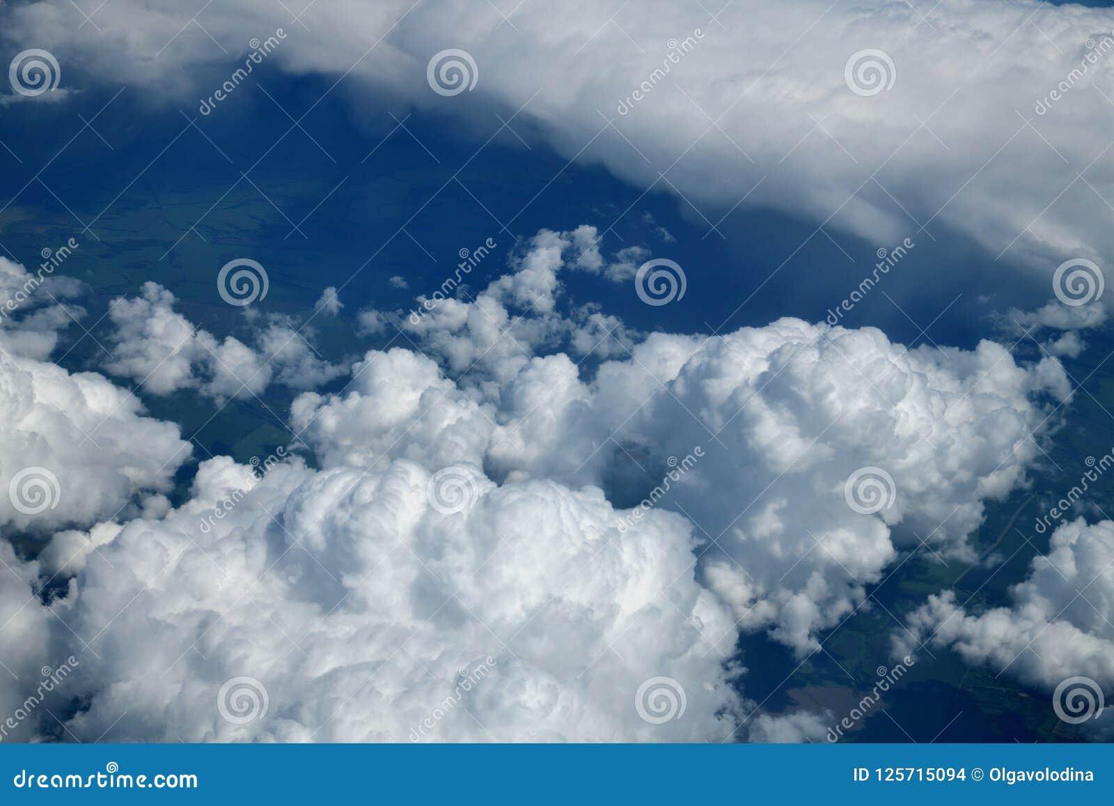 Veja das nuvens de cúmulo de cima de