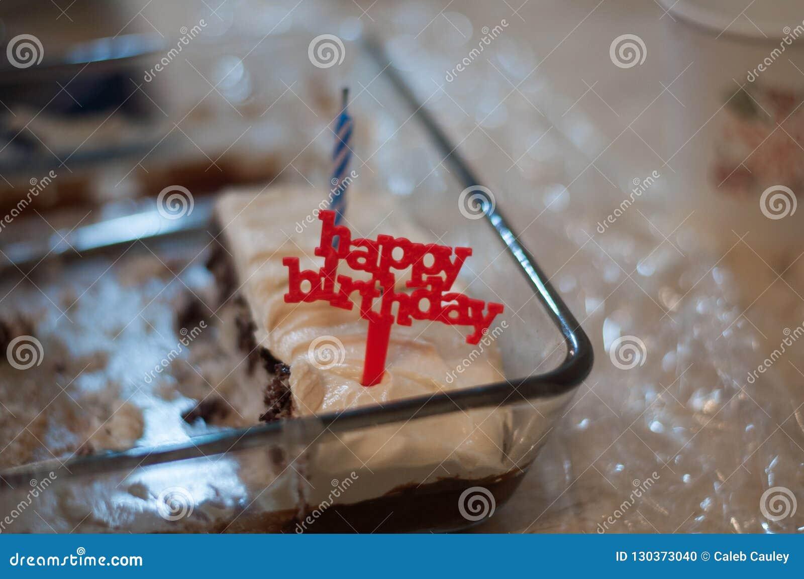 Vela do feliz aniversario no bolo