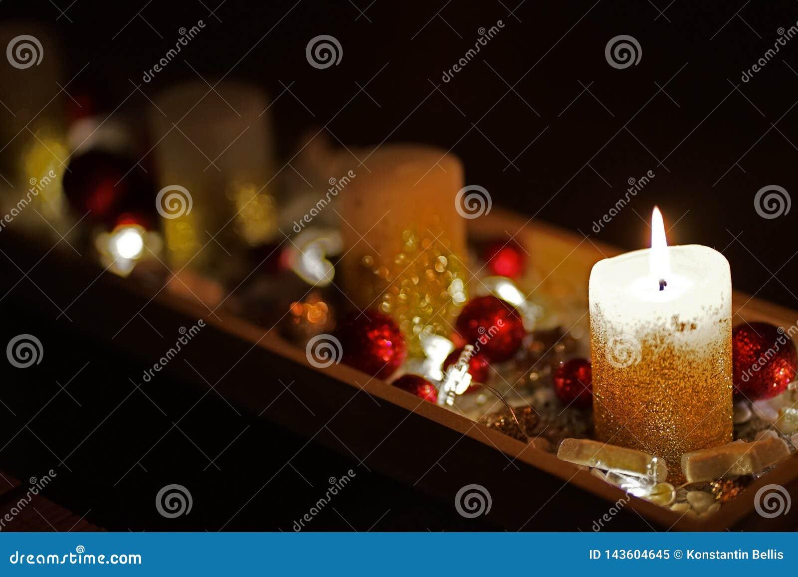 Vela do Natal decorada belamente