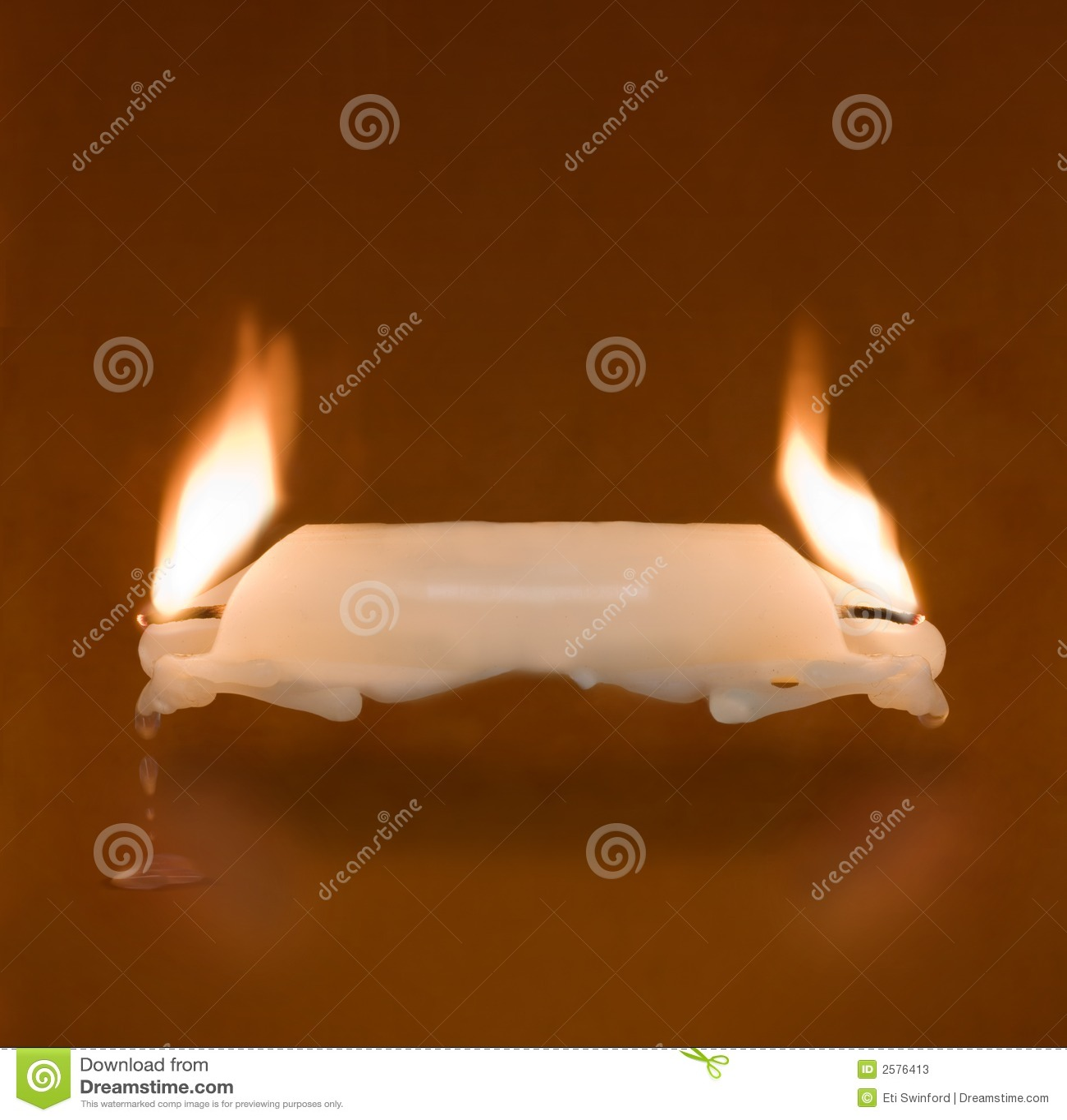 Vela que quema en dos extremos