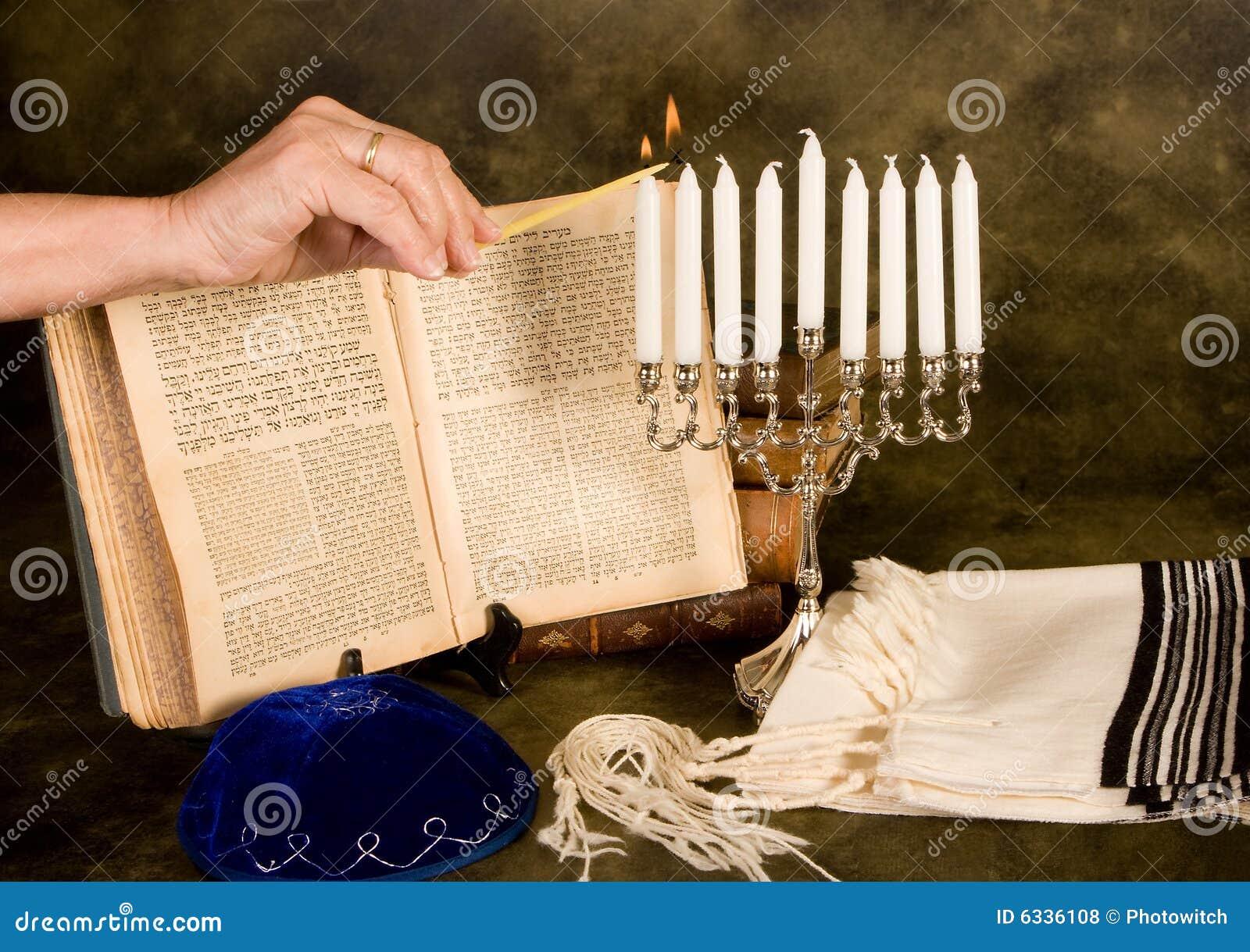 Velas de hanukkah da iluminação