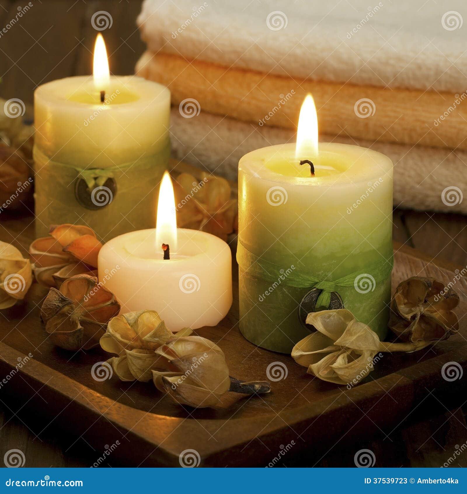 Velas del balneario con las toallas del cuarto de ba o - Bano con velas ...