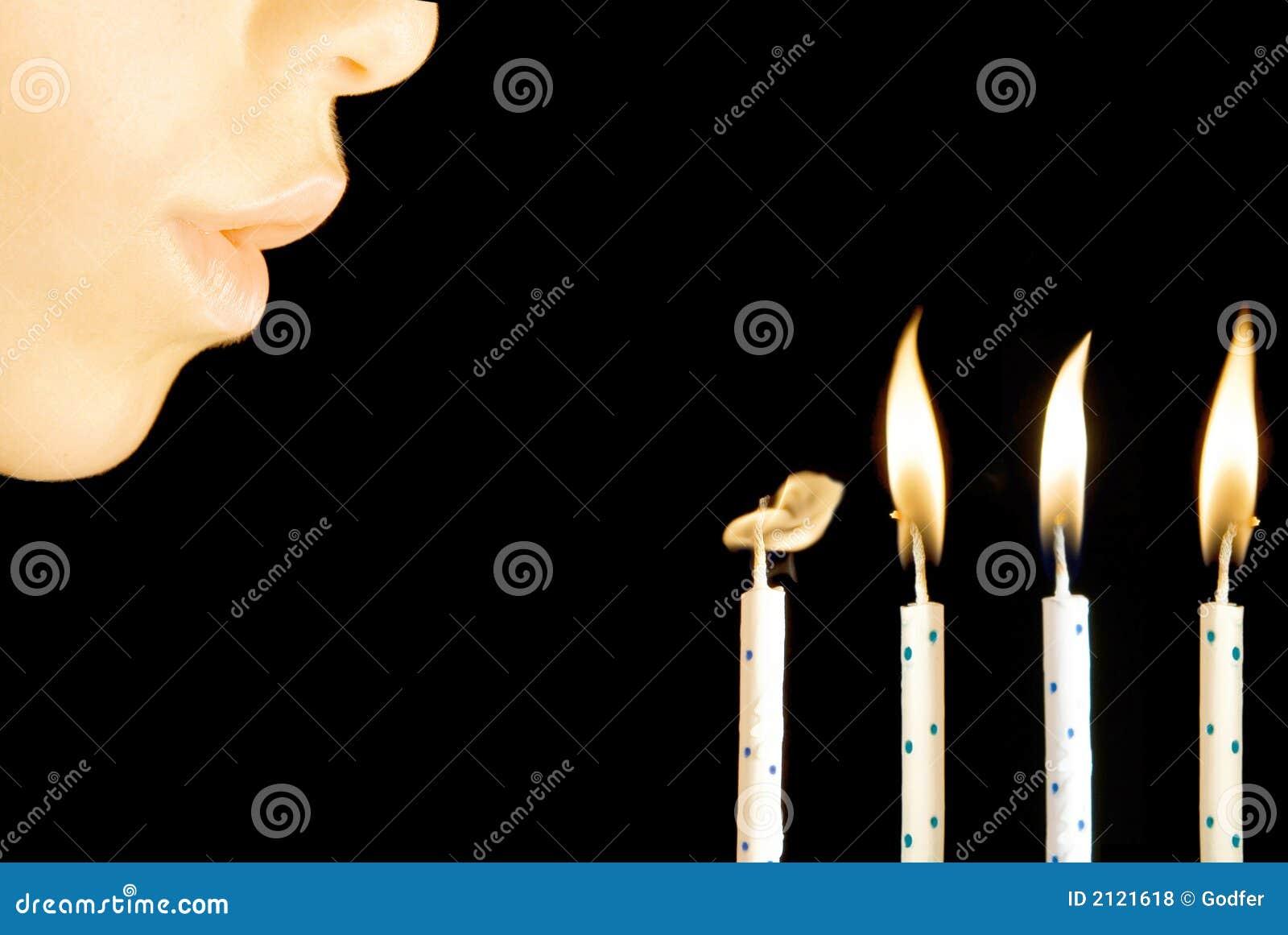 Velas del cumpleaños que soplan