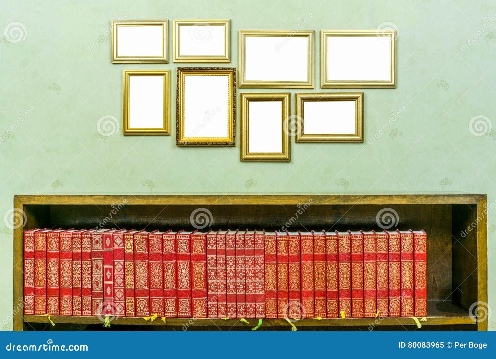 Vele Lege Gouden Houten Kaders Met Exemplaarruimte Op Groen