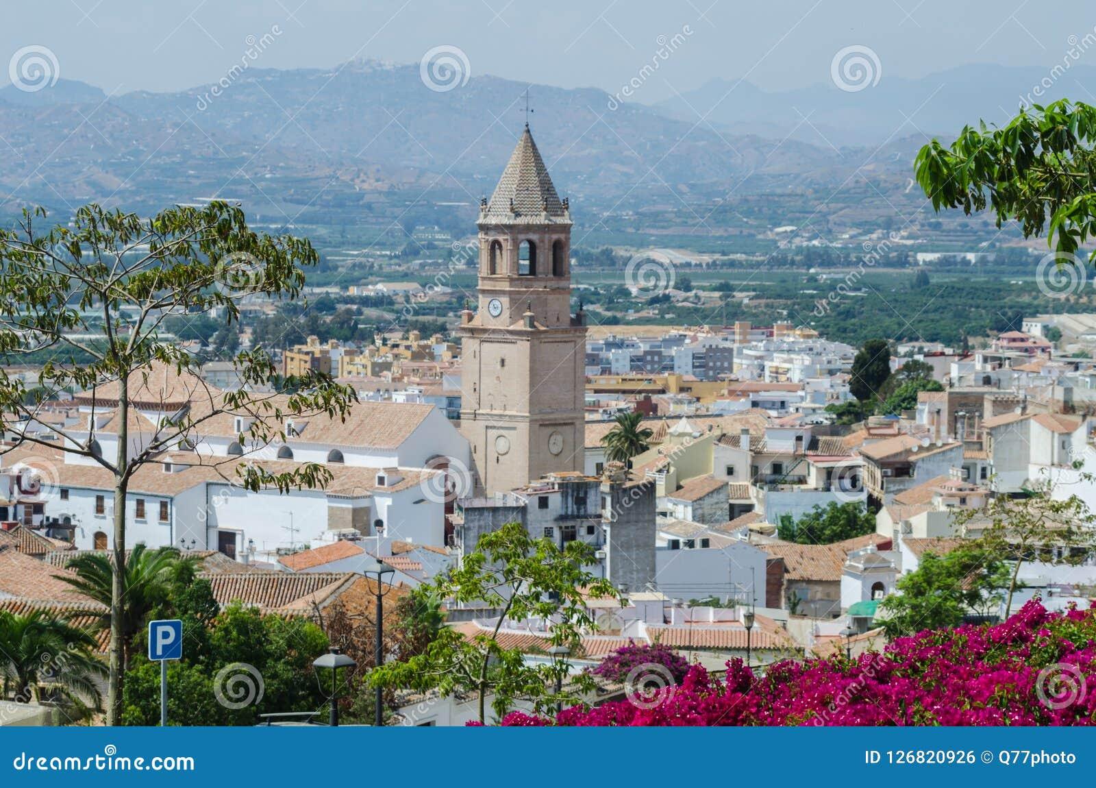 VELEZ-MALAGA,西班牙- 2018 8月24日,公园在小镇