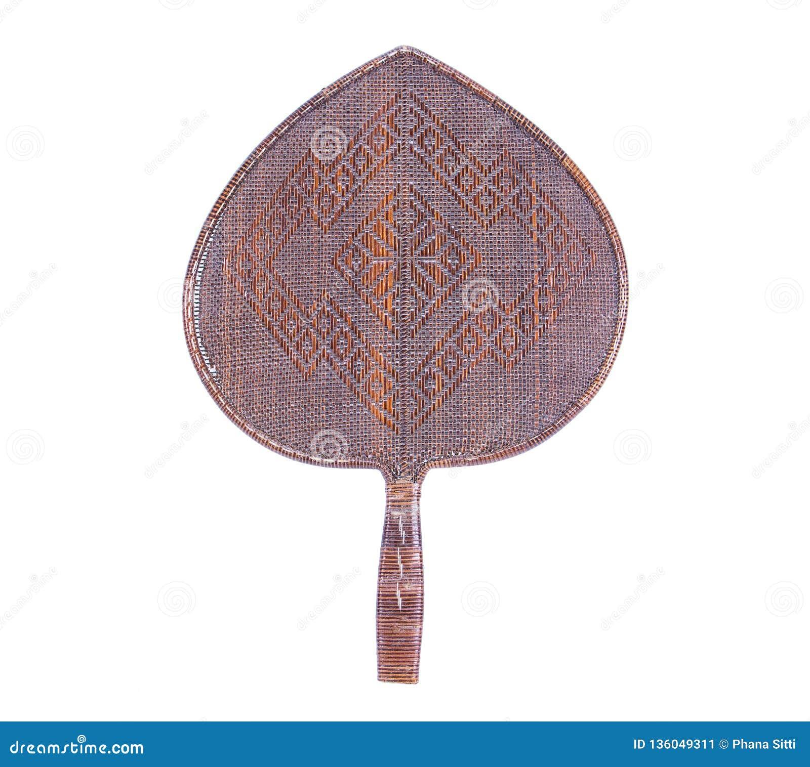Velho teça a forma de folha do bodhi do fã feita do rattan isolado no fundo branco