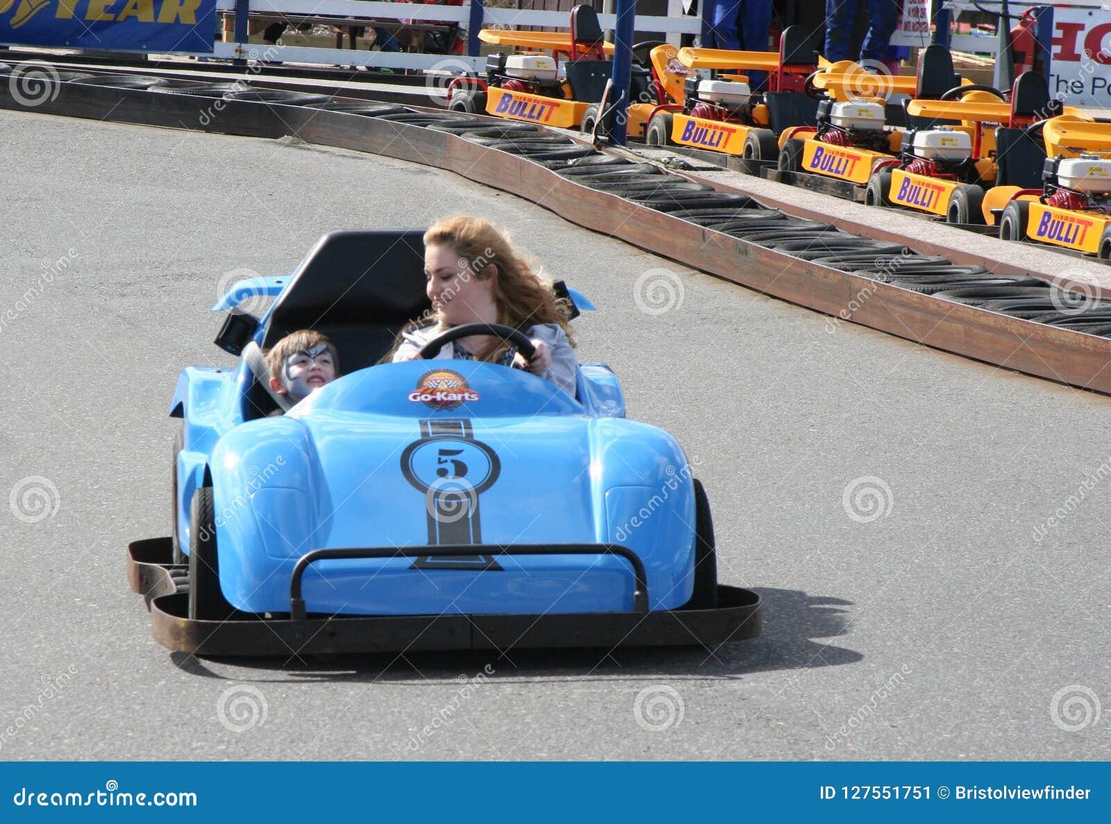 A velocidade é o que você precisa em Dawlish Warren vai karts maio de 2015