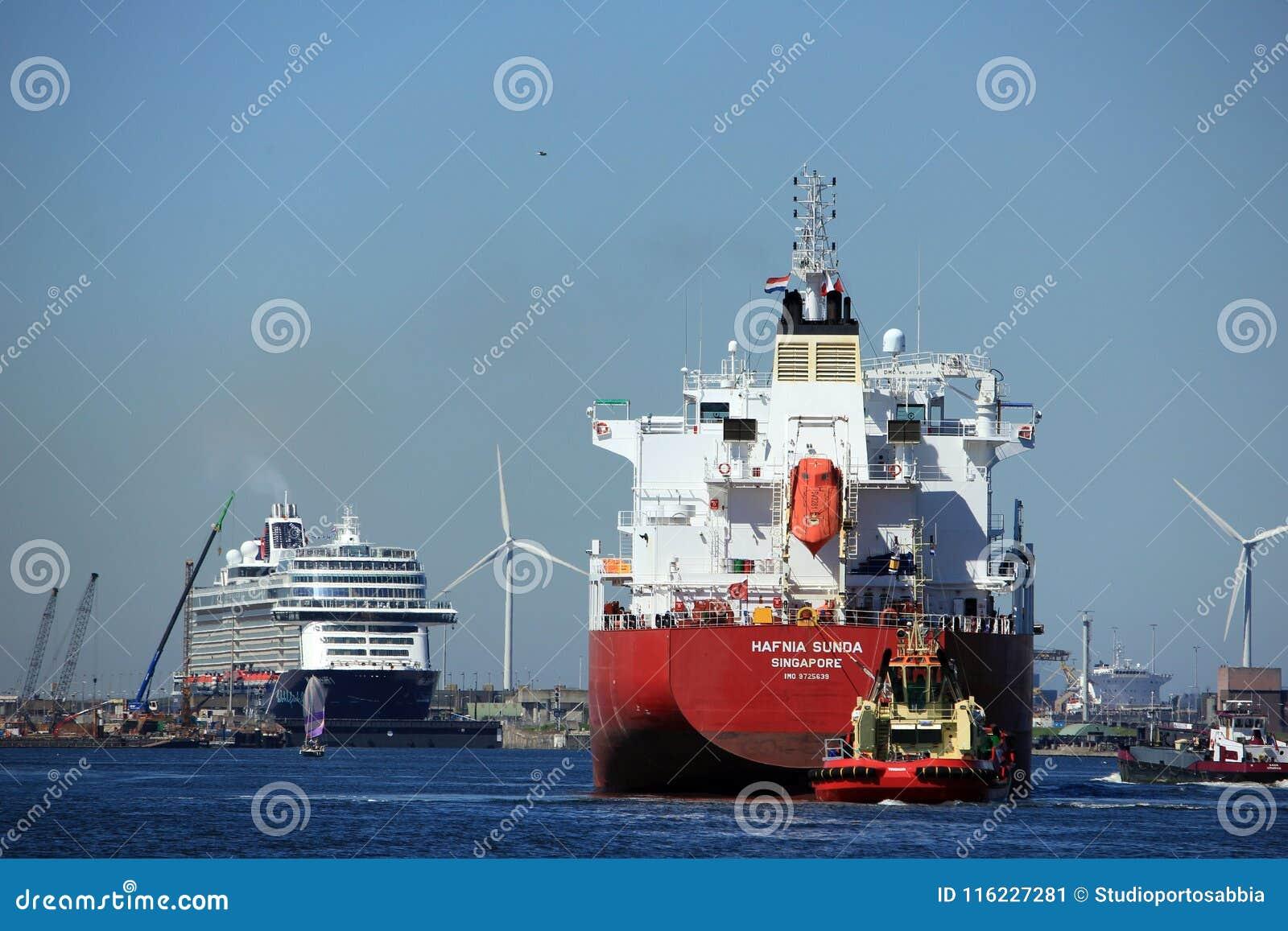 Velsen, die Niederlande - 7. Mai 2018: Mein Schiff 1 TUI Cruises Maiden Voyage