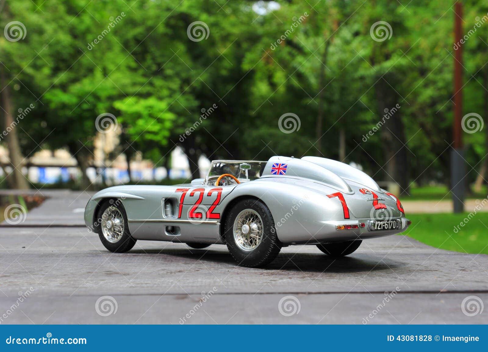 Mercedes Benz Silver Arrow Bonita Conduzida Pelo Motorista Famoso Stirling  Moss Na Raça De Mille Miglia