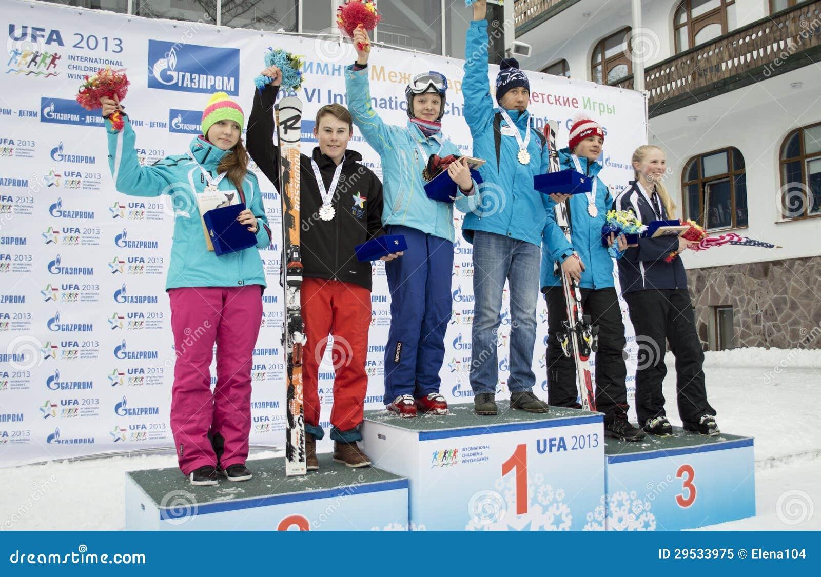 Vencedores VI de jogos do inverno das crianças internacionais de UFA