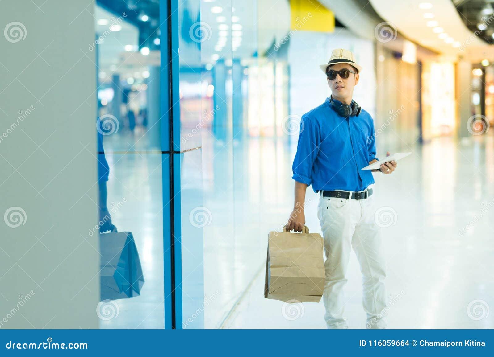 Venda, consumição e conceito dos povos - sagacidade asiática nova feliz do homem