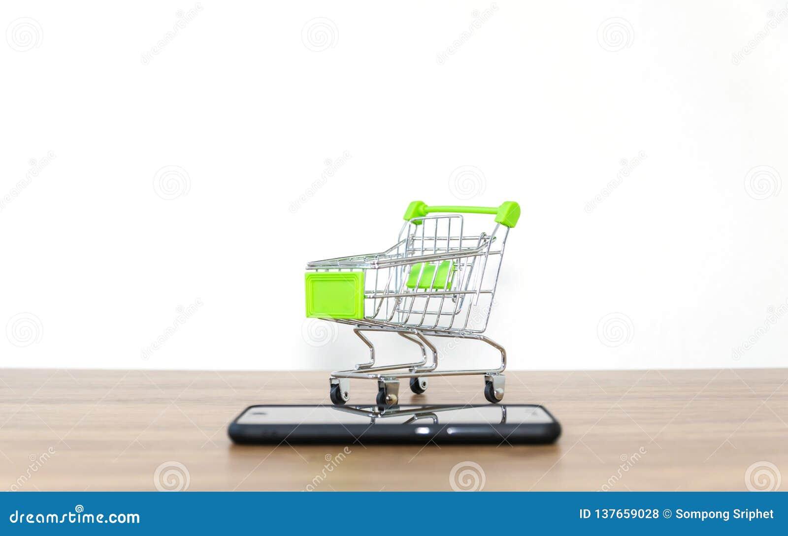 Venda em linha do carro do shopping da conveniência do comércio eletrónico