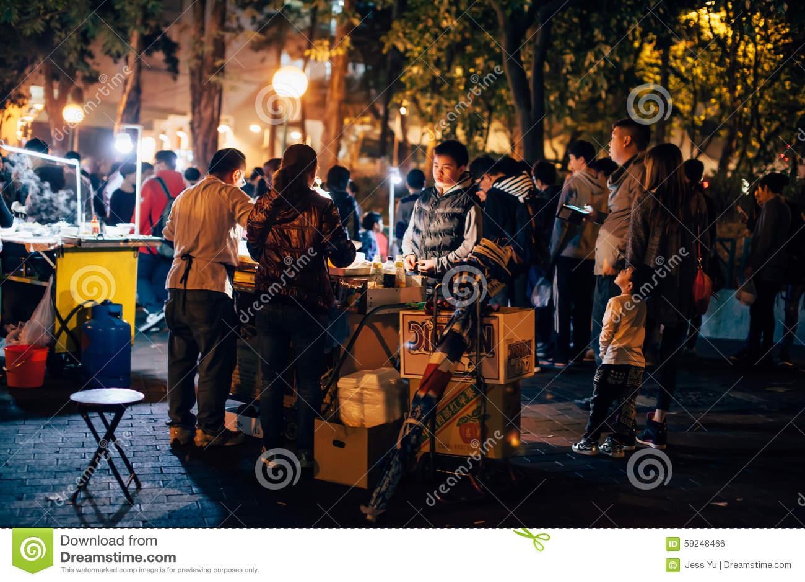 Vendedor ambulante durante día de fiesta del CNY