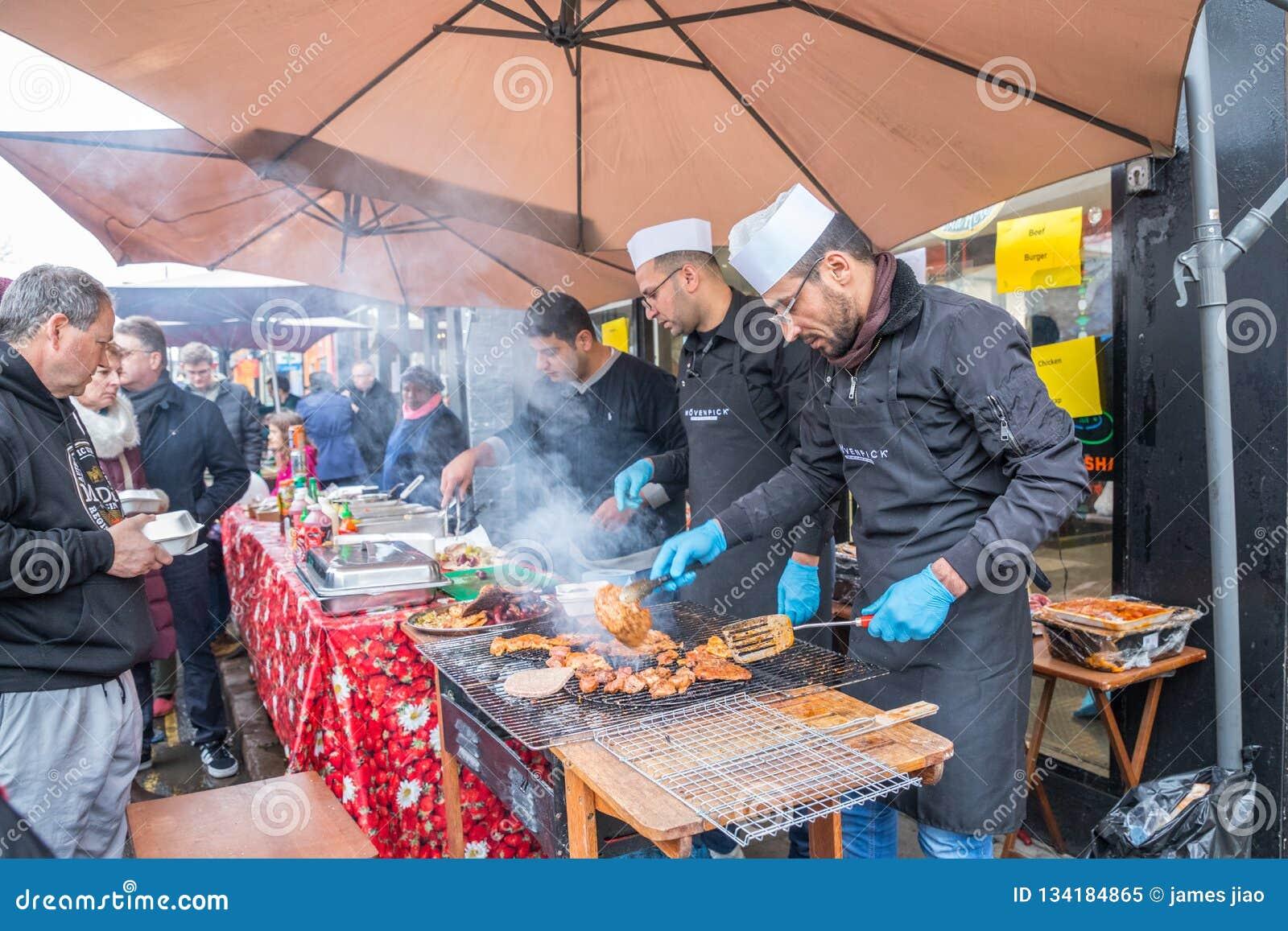 Vendedores e feira de participação 2018 do inverno da estrada do moinho de Cambridge do foodie