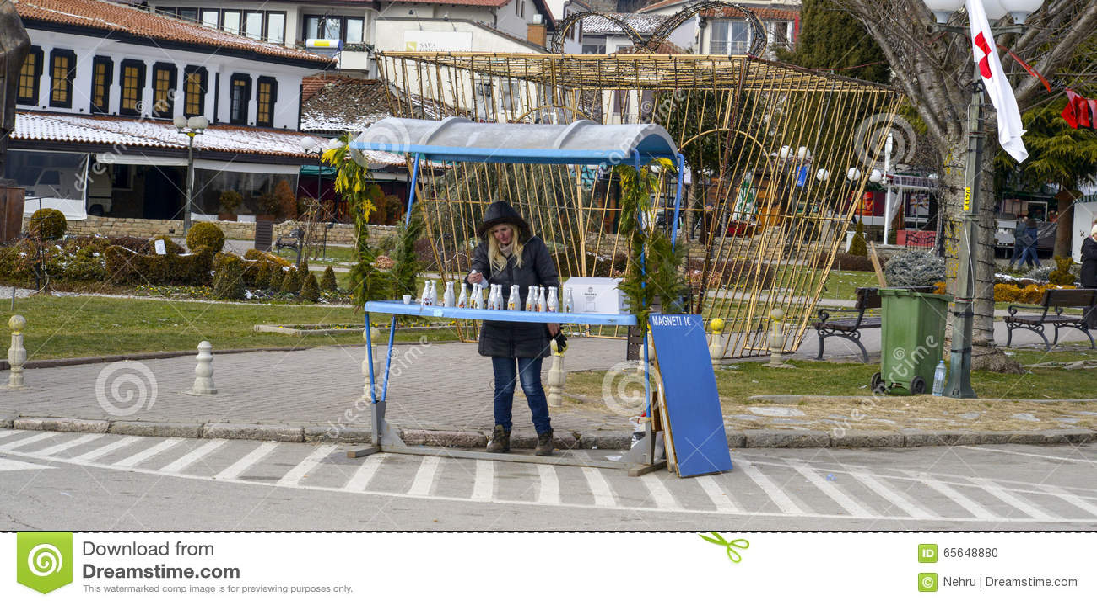 Vendeurs de souvenir dans Ohrid le jour d épiphanie, dans Ohrid, Macédoine