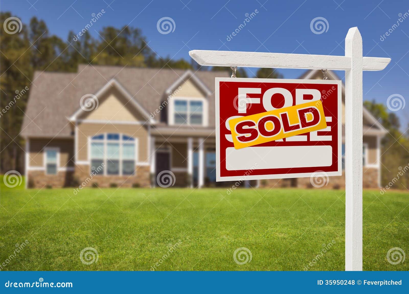 Vendido a casa para la muestra de la venta delante de la nueva casa