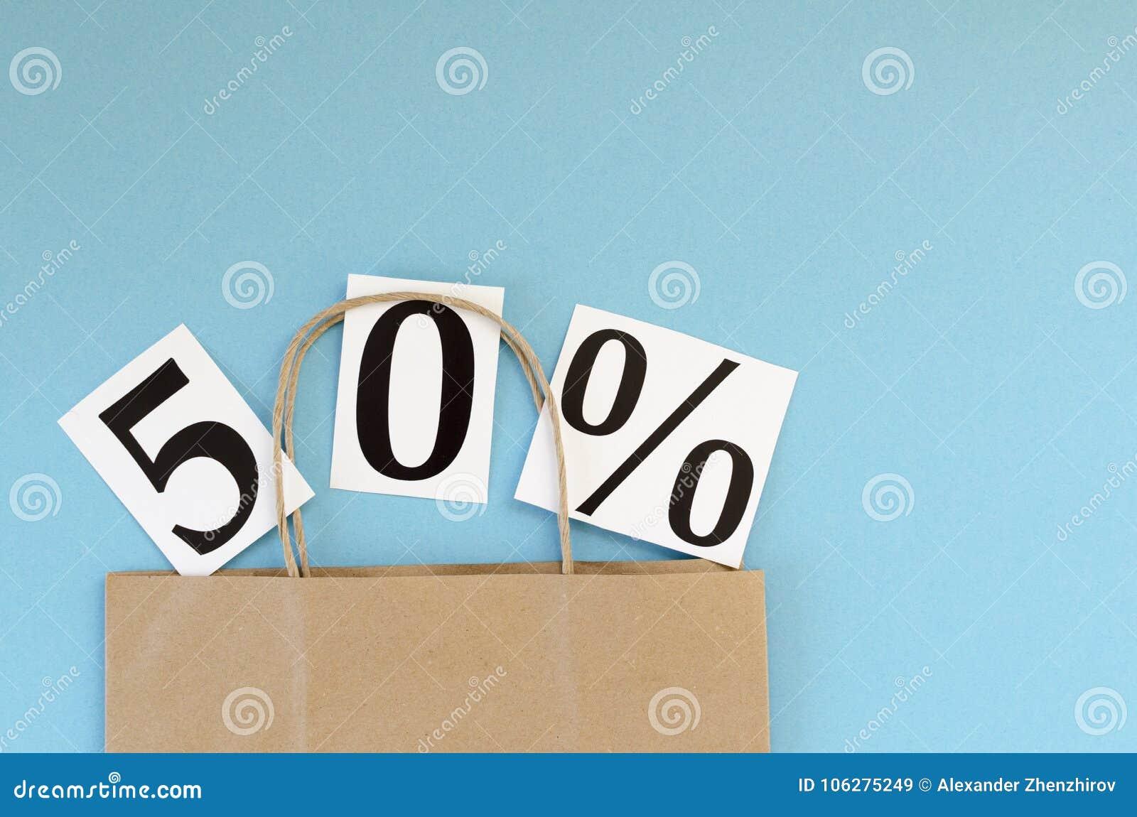 Vendita di 50  borsa della carta kraft su fondo blu