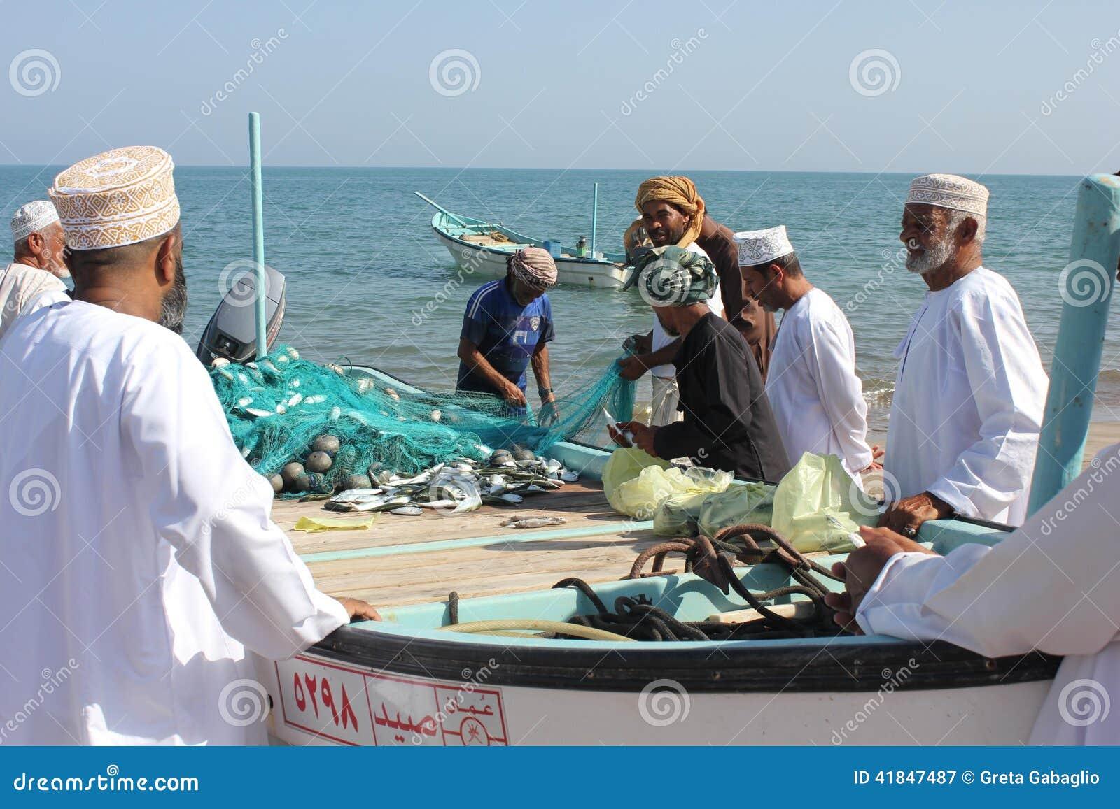 Venditore del pesce in Barka, Oman
