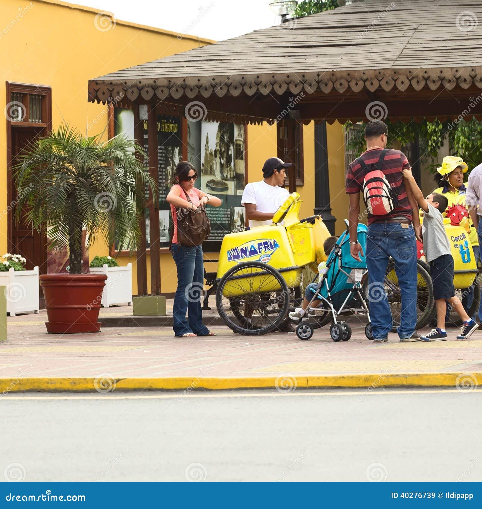Venditore mobile del gelato in Barranco, Lima, Perù