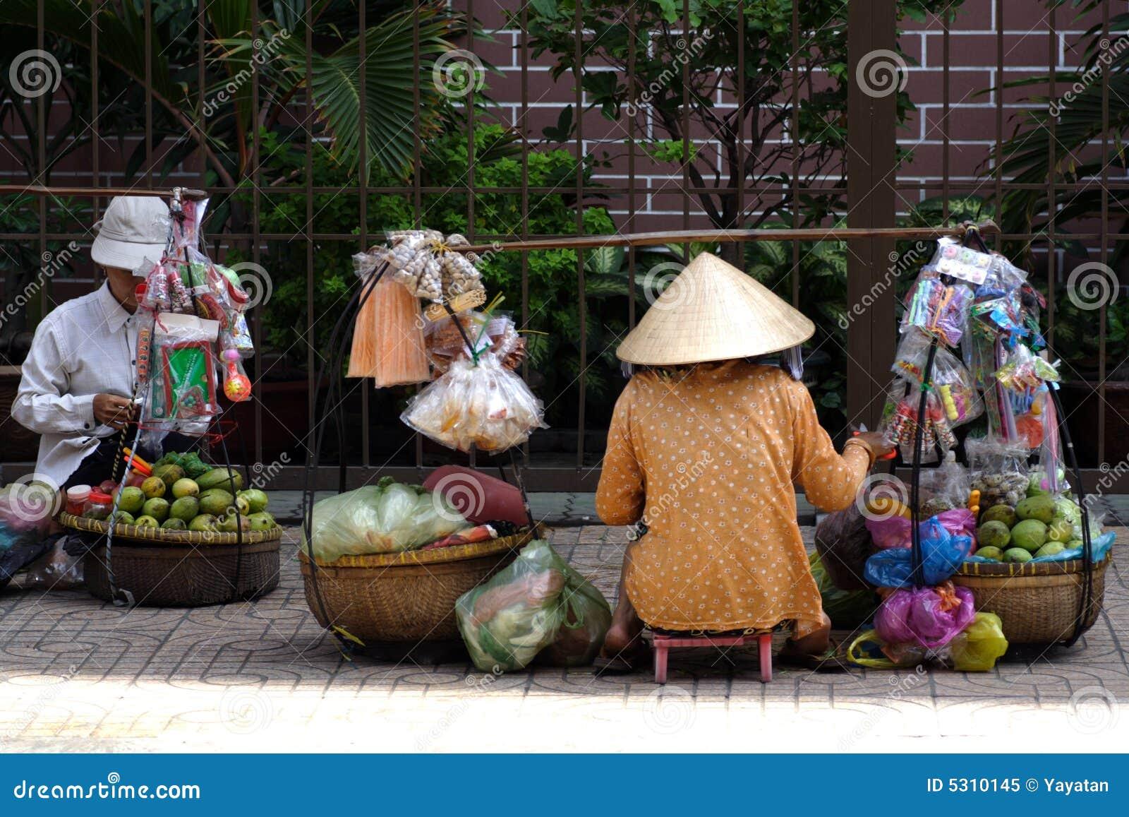 Venditori ambulanti di via del Vietnam