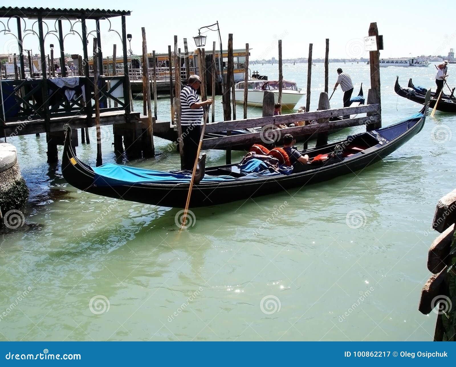 Venedig-Gondel-Karnevals-Feiertag