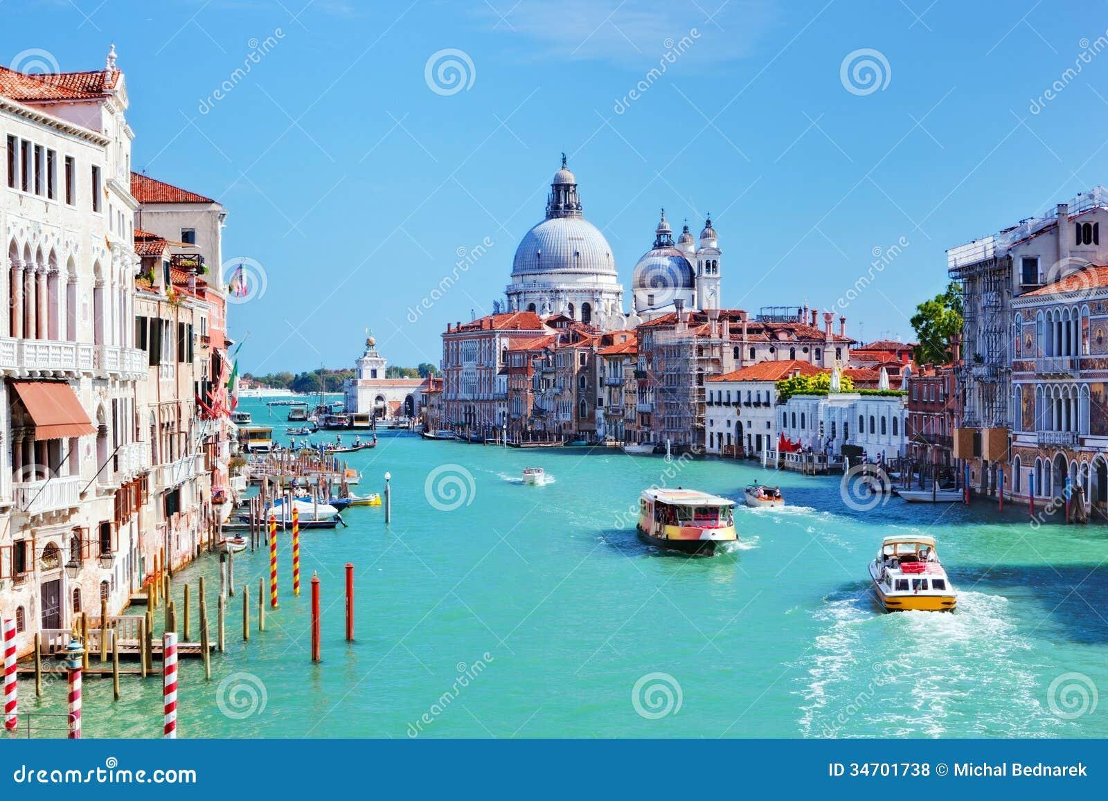 Venedig Italien. Grand Canal och basilika Santa Maria della Salute