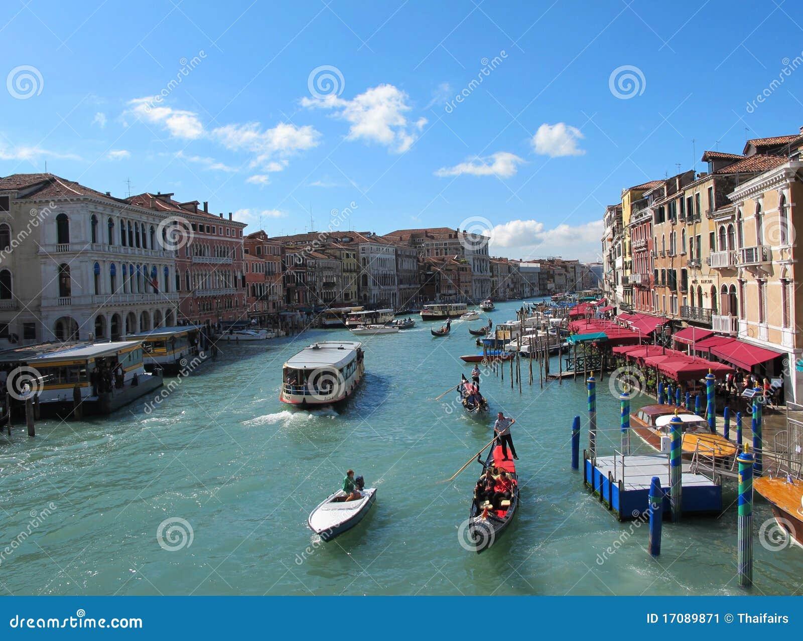 Venedig s-großartiger Kanal für Leitartikel