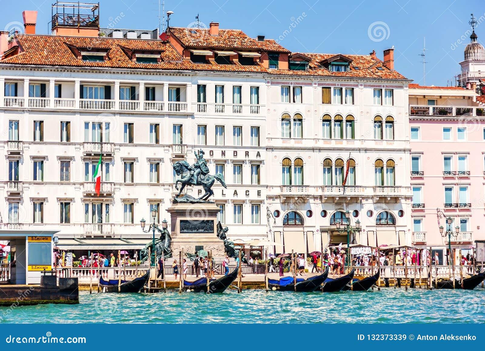 Venetië, Italië - Augustus 22, 2018: Luxueus het Paleisne van hotellondra
