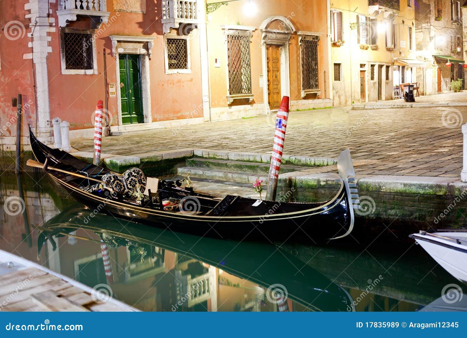Venetianische Gondel nachts