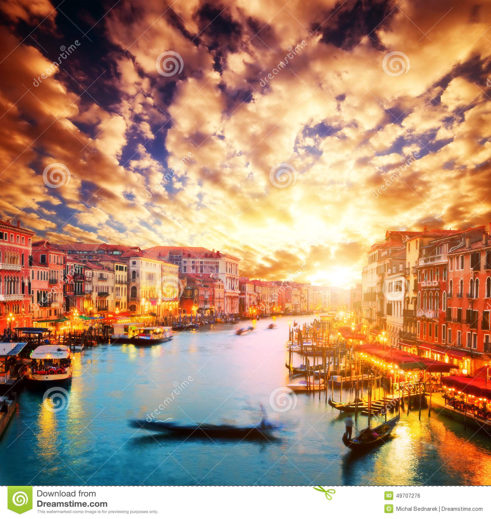 Venezia, Italia La gondola galleggia su Grand Canal